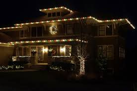 Hanging Icicle Lights On House Love The Green Red White Christmas Light Pattern White