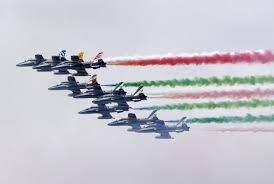 ตื่นตา! อิตาลีส่ง 'ฝูงนกเหล็ก' โชว์บินผาดโผนฉลองวันชาติ