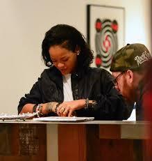 рианна сделала продолжение татуировки та моко Rihanna1ru