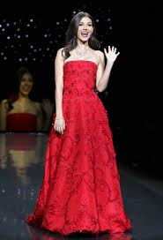 Victoria Justice 2014 Red Dress Fashion Show 08 Gotceleb