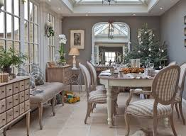 dining room khaki tone: christmas is the time of year when the dining room really comes into its own and where you can pull out all the stops when it comes to decorating if youre
