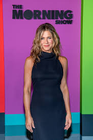 Her father is greek, and her mother was of english, irish, scottish, and italian descent. Jennifer Aniston Is Sick Of People Saying You Look Great For Your Age Glamour