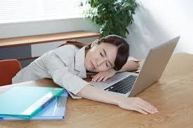 フリー写真] 仕事に疲れて眠る日本のOL - パブリックドメインQ:著作権フリー画像素材集