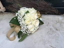 Le nozze d'oro sono un traguardo unico, testimone di un'unione che per 50 anni non ha fatto che crescere e consolidarsi, superando eventuali ostacoli e problemi; Bouquet 50 Anni Di Matrimonio La Festa Dalle Tonalita D Oro