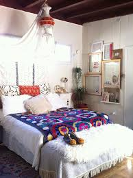 empty picture frames with glass bring a diffe visual appeal to the bedroom design
