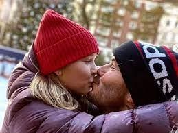 صور.. ديفيد بيكهام يستمتع بأجواء الشتاء مع ابنته هاربر