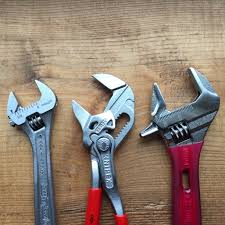 adjustable pliers wrench. size \u2013 the knipex pliers wrench is largest in bunch but it also boasts capacity jaws. lobster shorty shortest adjustable
