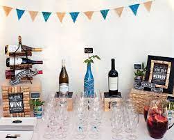 Os quadros tradicionais são os mais comuns, mas há quem prefira ter um mosaico atrás de um grande sofá ou até&nbsp. Festa Tema Queijos E Vinhos Ideias Em Casa Wine And Cheese Party Cheese Party Wine Parties