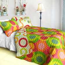 colorful bedroom cycle shads blue yellow green orange pink red white bedcover 2 big pillows lamp