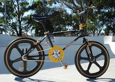 bmx bandit replica but unlike the colour scheme on those bikes that shouts look at me the gold trim on this crmo is used sparingly to great effect