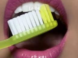 rendre les dents blanches en une seule semaine blanchir ses dents blanchir ses dents en 5 minutes pour avoir les dents blanches on a plusieurs solutions