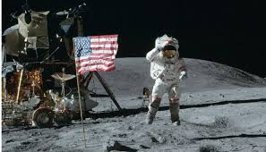 L'ultimo uomo sulla Luna: giù nella valle