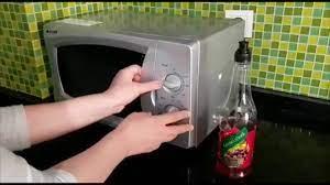 Doğal yöntemle mikrodalga fırın temizliği nasıl olur ? - YouTube