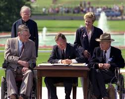 george h w bush academy of achievement  26 1990 president bush signs the americans disabilities act on the south