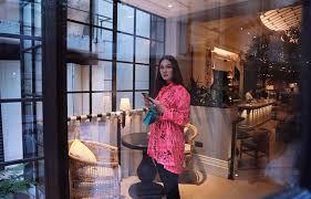 Artis cantik bernama asli luna maya sugeng ini dikenal luas masyarakat indonesia sebagai seorang aktris, model, presenter dan penyanyi di indusri hiburan tanah air. Luna Maya Masih Buka Pintu Silaturahmi Untuk Ariel Noah Okezone Celebrity