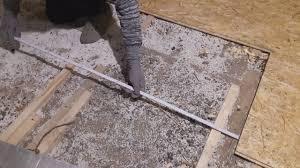 Vorbereitung des bodens plattenauswahl fixierung der platten. Osb Platten Boden Auf Holzbalkendecke Verlegen Youtube