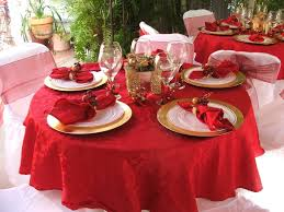 round table centerpiece ideas with red cloth and wine glasses