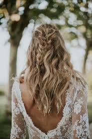 Cheveux Wavy Tresse Avec Chaines Dorees Paillettes Dorees