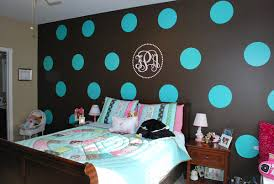 polka-dot-walls-tween-bedroom-blue-brown-tan-