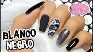Las uñas predominantemente negras son la lámina adecuada para las flores. Unas Blanco Y Negro Con Efecto Marmoleado Youtube