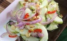 Sangat cocok disajikan dengan hidangan apa pun. Salad Timun Dengan Kacang Ala Thai Potret Kasih