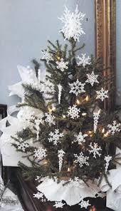 Part 1 How To Decorate Your Christmas Tree With Ornaments And Snowflakes For Christmas Tree