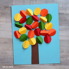 3d paper autumn tree craft via non toy gifts this easy fun craft is perfect for fall with just a circle hole punch some colorful paper and glue