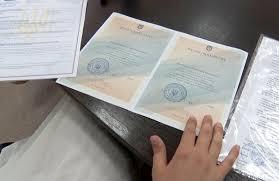 В Житомире студенты филологи получили дипломы с ошибками ВИДЕО  В Житомире студенты филологи получили дипломы с ошибками ВИДЕО