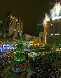 Westlake Tree Lighting 2016 Christmas Tree Menorah Lighting Events In Seattle