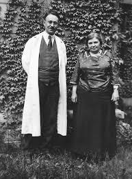 Museum Technician Lionel Judah And Maude Abbott 1921 Mcgill