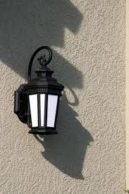 anne hirsh 2010 07 08how to replace an outdoor light fixture