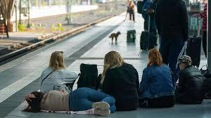 Daraufhin führte die gdl einen streik mit einer dauer von 42 stunden im güterverkehr vom 8. Lokfuhrer Streik Bei Der Deutschen Bahn Db Diese Rmv Strecken Sind Von Storungen Betroffen Hessen