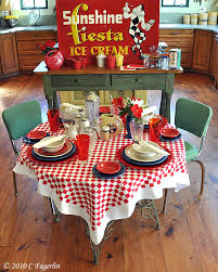 i would love to have lunch with candy from the little round table with this great retro tablescape very fun and inviting thanks for linking las