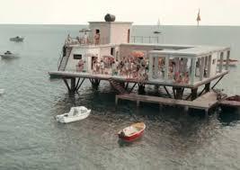 L'incredibile storia dell'isola delle rose, la recensione del film di Sydney  Sibilia