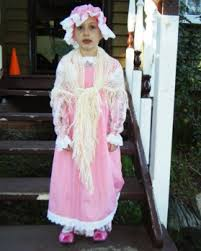 pioneer kids costume. ek member kafkaesque submitted this of her daughter dressed as a pioneer girl for an olden kids costume