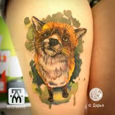 татуировка акварельная лиса на бедре метла тату