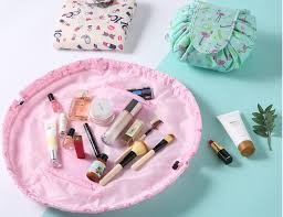 things to keep in makeup bag should be essential and lifesavers s with the right items you will realize you don t need pretty much everything