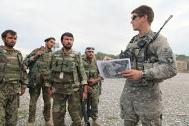Us Army Platoon File U S Army Platoon Leader Gives A Briefing To Soldiers