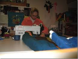 Machine Quilting 101 | Frieda Anderson & I now have a newer model sewing machine that has a larger opening between  the needle and the arm of the sewing machine. These two factors; a good  machine ... Adamdwight.com