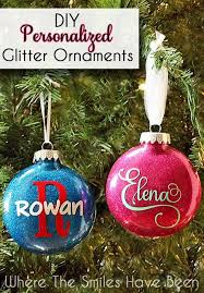These personalized glitter ornaments are mess-free and take only minutes to  make! An inexpensive holiday gift idea for friends and neighbors!