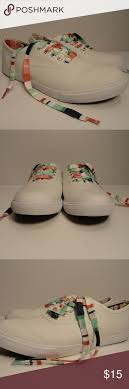 """Crown And Ivy Riley White Sneaker SZ 8 Colorful """"GREAT - PRE-OWNED VERY  LIGHT SIGNS OF WEAR, STILL LOOK NI… 