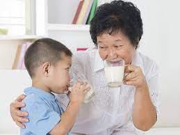 Con trai có nên uống sữa đậu nành không? Có bị nữ tính hóa hay không?