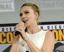 Scarlett Johansson Unveils Massive Engagement Ring From Colin ...
