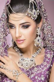 so for wedding day here i am telling top 4 bridal eye makeup tips by using these tips you