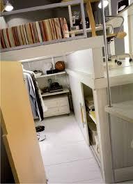 La cabina armadio per chi ha i soffitti alti: Cameretta Bunker A Soppalco Su Due Piani