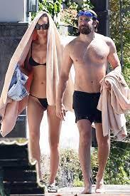 إيرينا شايك تسبح في إيطاليا مع صديقها برادلي كوبر في بيكيني - أخبار - 2021