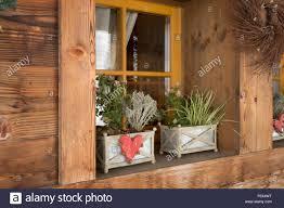Außenfensterbank Aus Holz Stockfotos Außenfensterbank Aus Holz