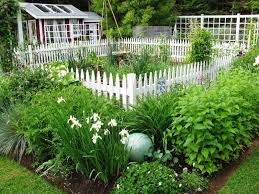 front yard garden fence white picket 101