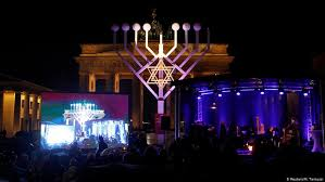 hanukkah in berlin german president calls jewish munity a gift news dw 02 12 2018