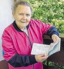 82-Jährige liebt das Fallschirmspringen